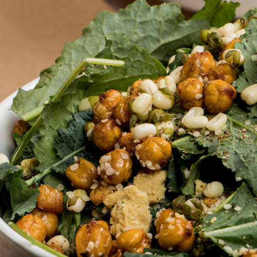 Salad with chickpeas and grains